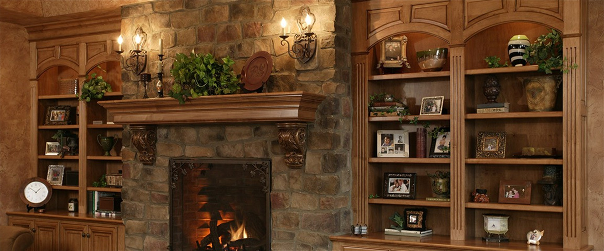 fireplace_and_bookshelves